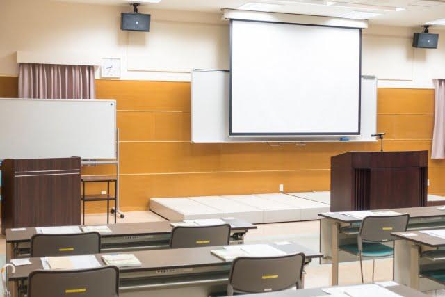 介護職員初任者研修の費用と受講講座を選ぶポイント