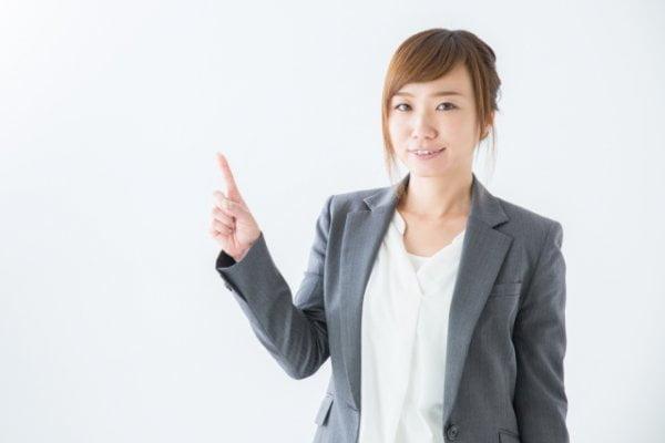 介護職に転職を考えている女性