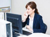 看護師転職サイトで働く女性スタッフ